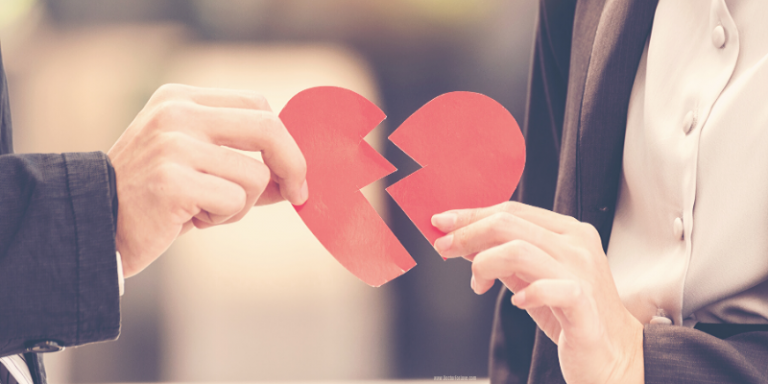 reasons you are in an unhealthy relationship