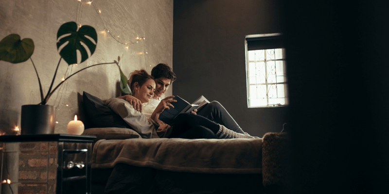 couple-reading-in-bed